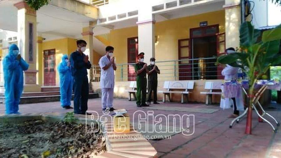 Bắc Giang: Tổ chức cho nữ công nhân đang cách ly vái vọng khi chồng bị mất
