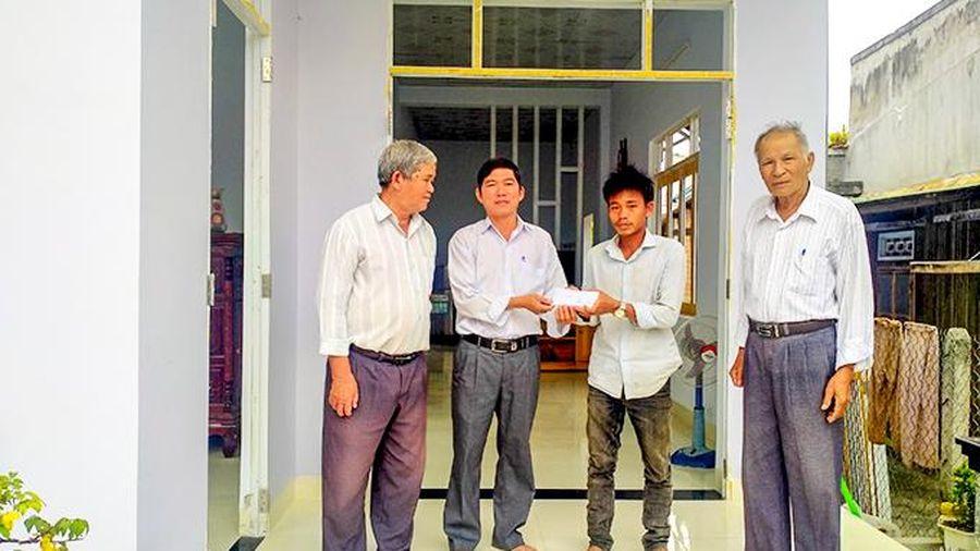 UBMTTQ Việt Nam xã Diên Điền bàn giao nhà Đại đoàn kết cho hộ nghèo