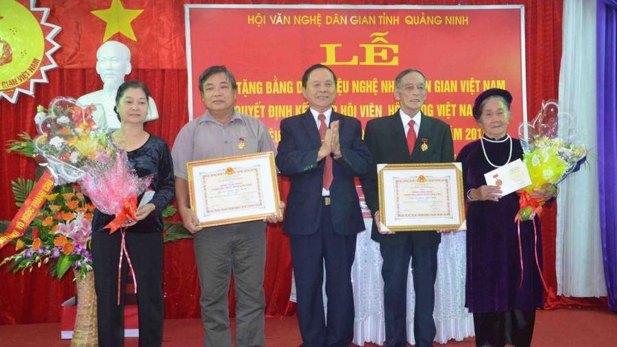 Nguyễn Quang Vinh: Thơ và nghiên cứu văn hóa dân gian