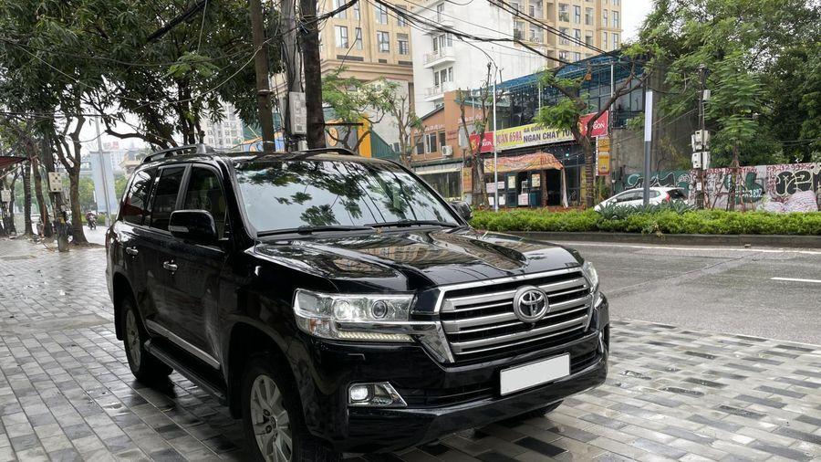 Toyota Land Cuiser 2016 trên thị trường xe cũ, giá chát nghịch lý