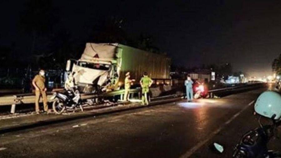 Đang kiểm tra xe sau tai nạn, tài xế xe đầu kéo bị tông chết trên QL1