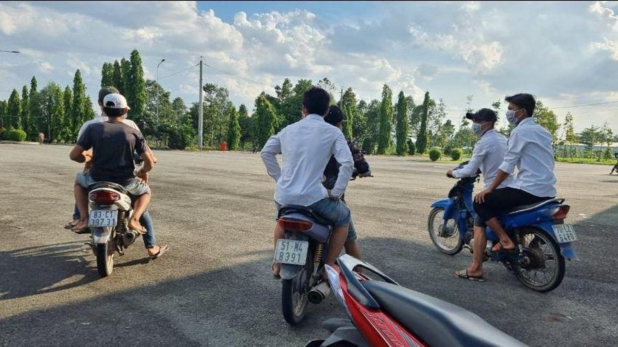 Hàng chục quái xế tụ tập đua xe trái phép tại Nghĩa trang Liệt sĩ tỉnh Đồng Nai