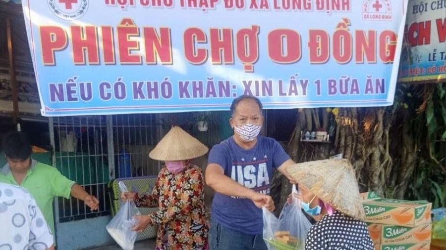 Hội Chữ thập đỏ xã Long Định mở phiên chợ 0 đồng cho người nghèo