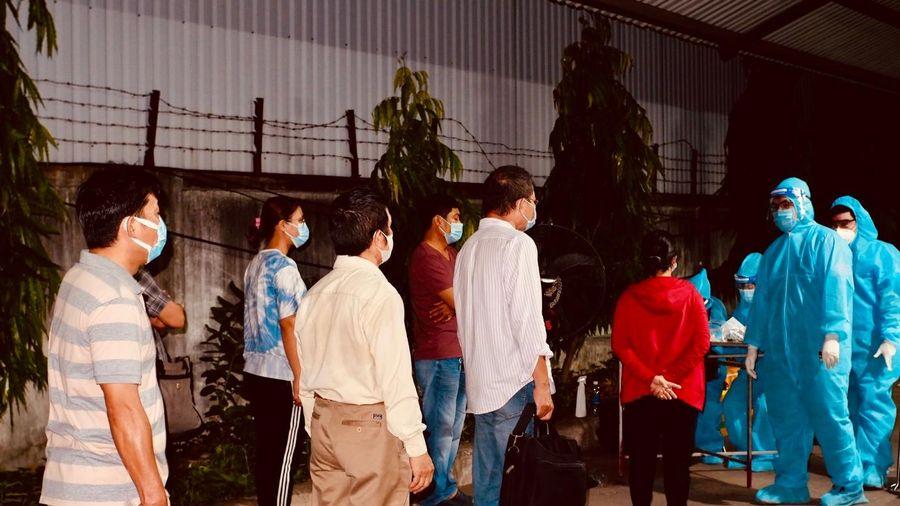 CHÙM ẢNH Lấy 50.000 mẫu xét nghiệm giám sát tại Khu chế xuất Tân Thuận, quận 7