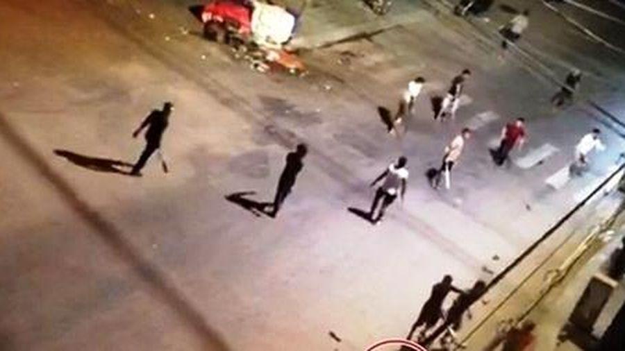 Tạm giữ 5 đối tượng trong hai nhóm đánh nhau bằng hung khí