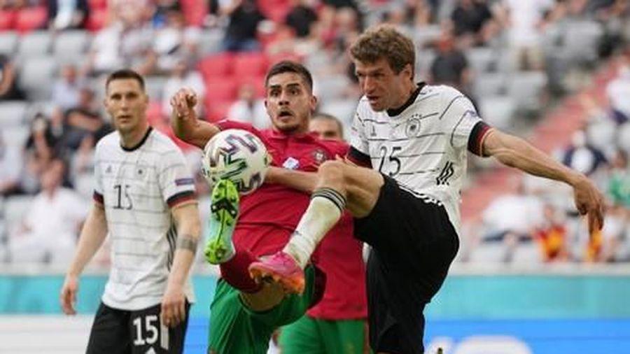 Cầu thủ Đức thề không bao giờ đổi áo với Ronaldo