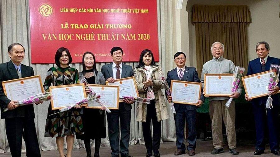 Lấy ý kiến về danh sách xét tặng Giải thưởng Hồ Chí Minh, Giải thưởng Nhà nước