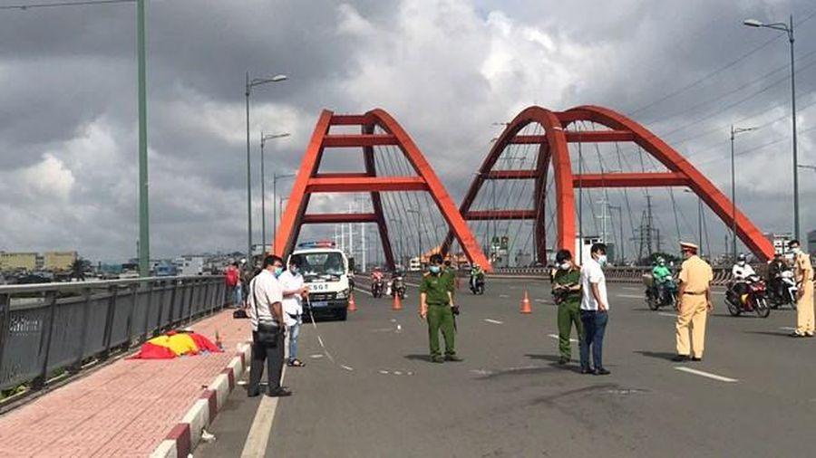 TP Thủ Đức: Một người nằm chết bất thường trên cầu Bình Lợi