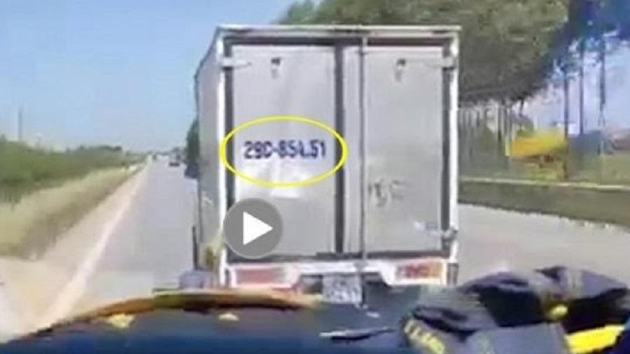 Xe tải không nhường đường cho xe cấp cứu chở bệnh nhân COVID-19
