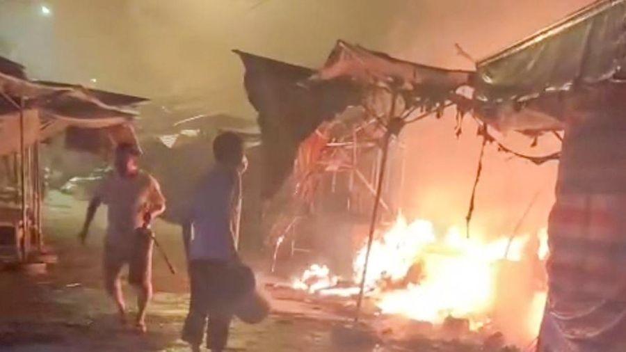 Cháy 7 kiốt trong chợ Long Mỹ