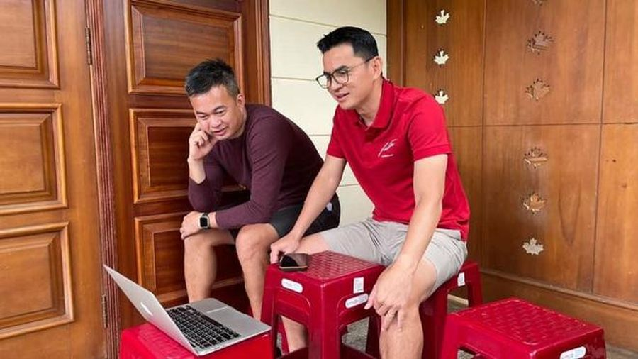 HLV Kiatisuk hé lộ lý do bất ngờ khiến Công Phượng vắng mặt họp trực tuyến