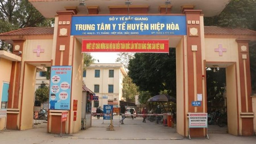 Bắc Giang: Xử phạt F0 trốn ra phố mua đồ ăn