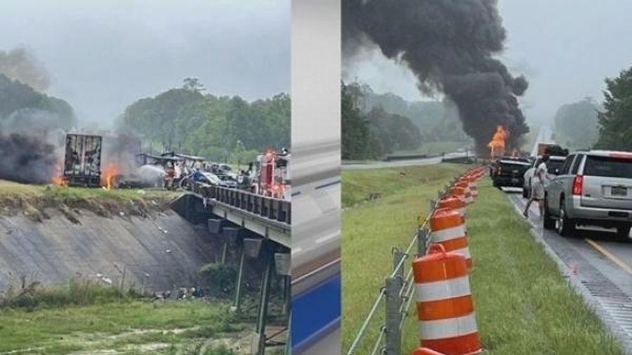 Tai nạn liên hoàn trên cao tốc ở Mỹ, nhiều trẻ em thiệt mạng