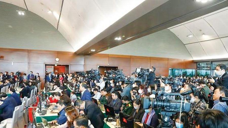 'Đêm trắng' của những phóng viên đưa tin về Đại hội Đảng