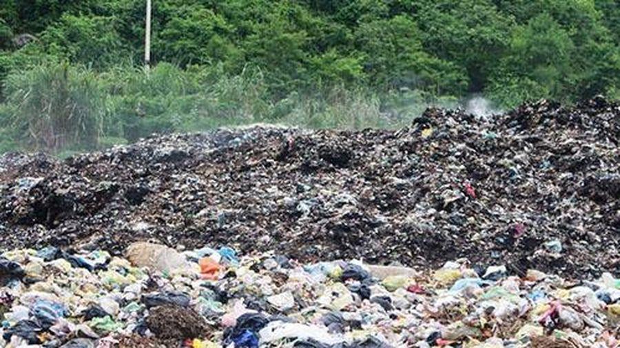Nghệ An: Người dân bức xúc bãi rác ở khu dân cư thị trấn Quỳ Hợp gây ô nhiễm