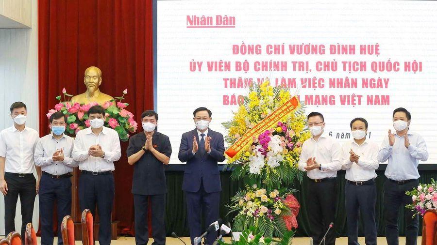 Chủ tịch Quốc hội Vương Đình Huệ thăm, chúc mừng Báo Nhân Dân