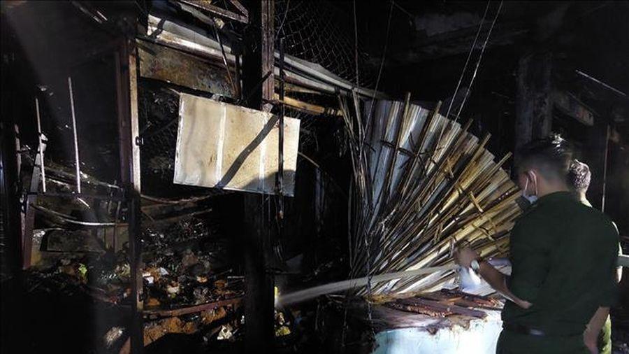 Cháy chợ thị xã Long Mỹ trong đêm