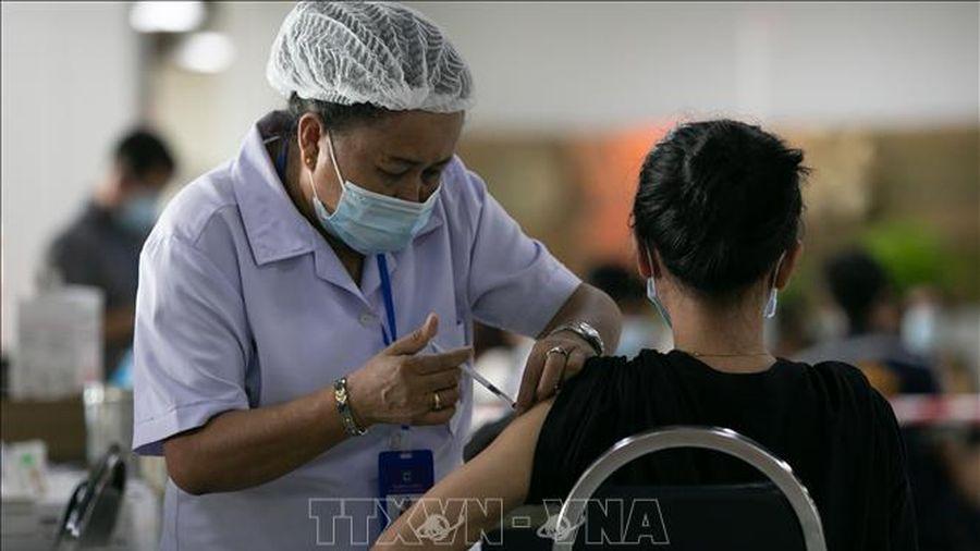 Lào bắt đầu tiêm vaccine ngừa COVID-19 cho người trên 60 tuổi