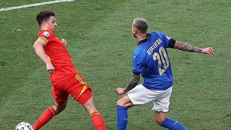 CĐV Xứ Wales phẫn nộ khi Ampadu bị đuổi khỏi sân ở trận thua Italia