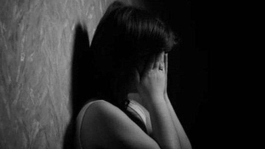 Cụ ông U80 hiếp dâm 2 bé gái 8 tuổi rồi cho kẹo và dặn dò không được nói với ai