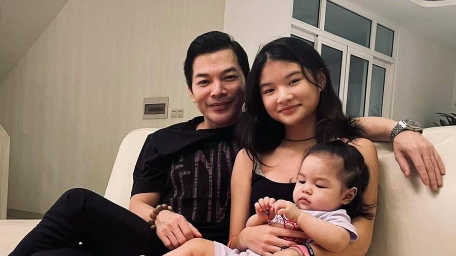 Chồng cũ Trương Ngọc Ánh - Trần Bảo Sơn lần đầu khoe ảnh hai con gái chung khung hình