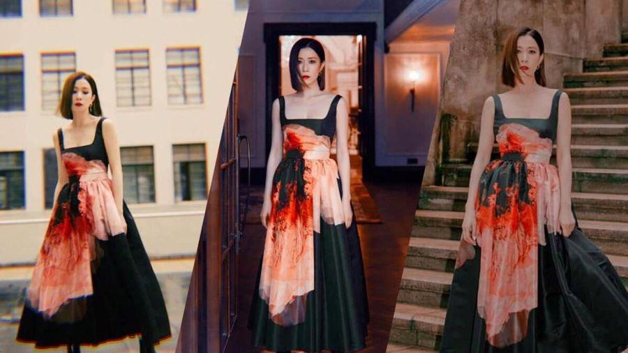 Xa Thi Mạn nhan sắc lão hóa ngược trong bộ váy nổi bật với họa tiết bắt mắt