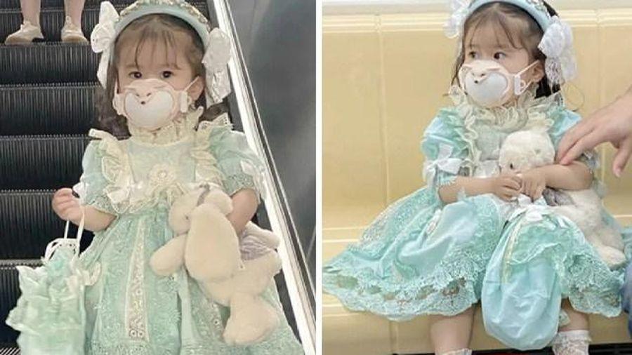 Bé gái 3 tuổi xinh như búp bê nhưng khắp người tiềm ẩn nguy hiểm không thể ngờ