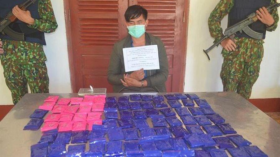 Nghệ An: Bắt đối tượng buôn1 bánh heroin và 18.000 viên ma túy tổng hợp