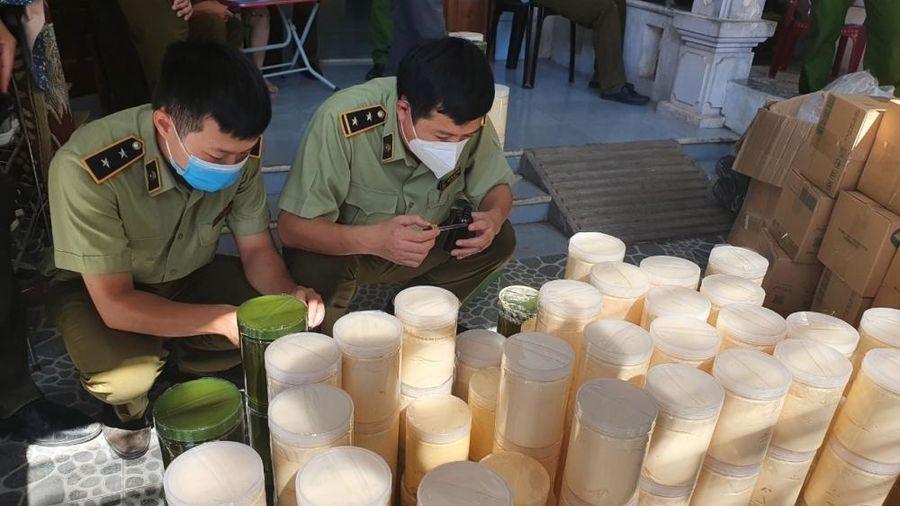 Thu giữ gần 1 tấn kem, hóa chất mỹ phẩm không rõ nguồn gốc tại Quảng Bình