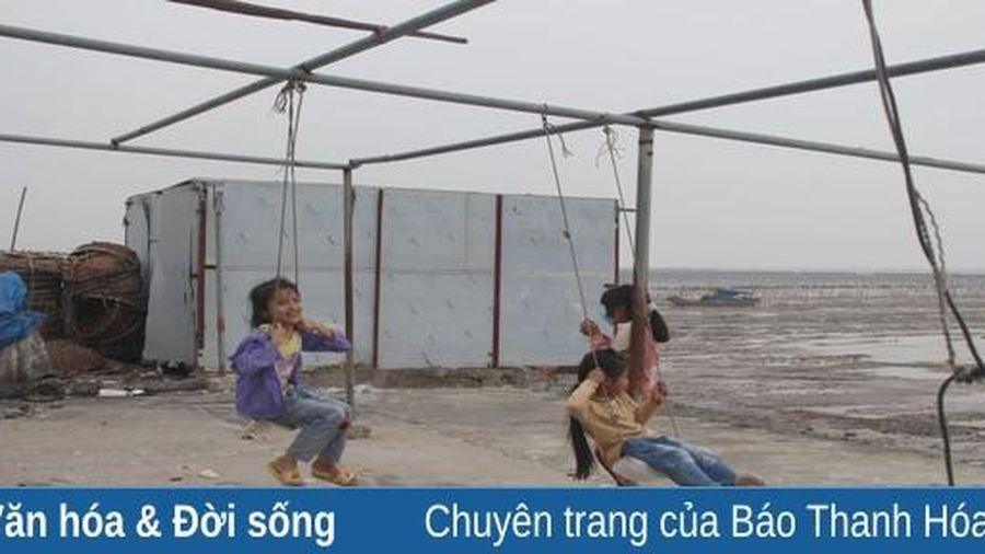 Ngày hè của những đứa trẻ vùng biển Ngư Lộc