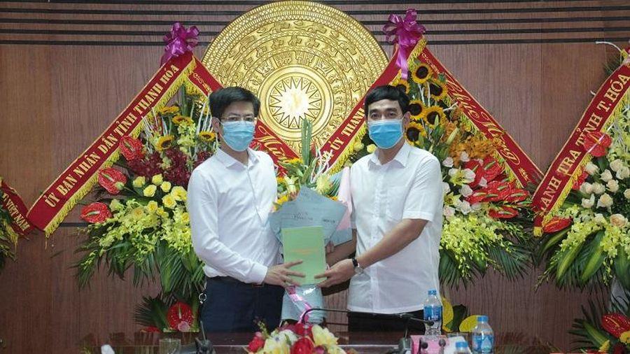 Trưởng Ban Nội chính Tỉnh ủy Nguyễn Ngọc Tiến chúc mừng Báo Thanh Hóa