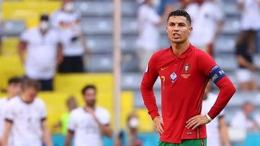 Kỷ lục gia Ronaldo và sự nghiệt ngã của bóng đá hiện đại