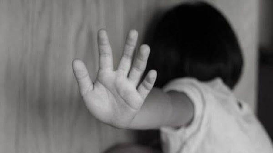 'Yêu râu xanh' 71 tuổi dụ dỗ cho tiền rồi hiếp dâm 2 bé gái hàng xóm