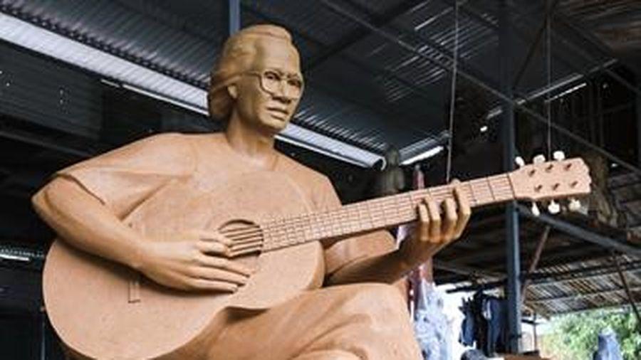 Điều chỉnh tỷ lệ tượng nhạc sĩ Trịnh Công Sơn