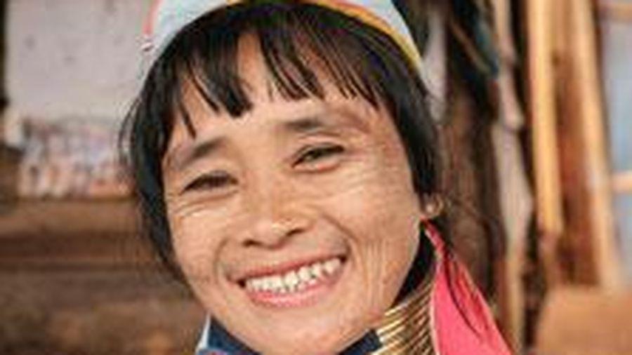 Tập tục bí ẩn 'mỹ nhân cổ dài' ở Myanmar