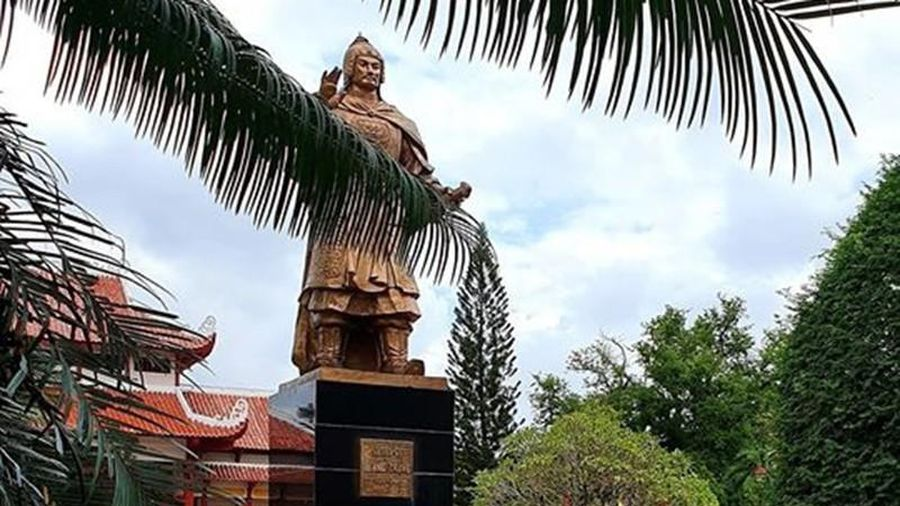 Thay đá mới sân Bảo tàng Quang Trung dù mặt sân đang đẹp