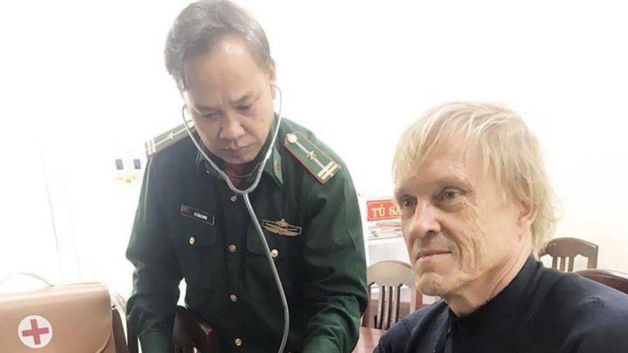 Ngư dân Bình Định cứu một người nước ngoài đuối nước trên biển