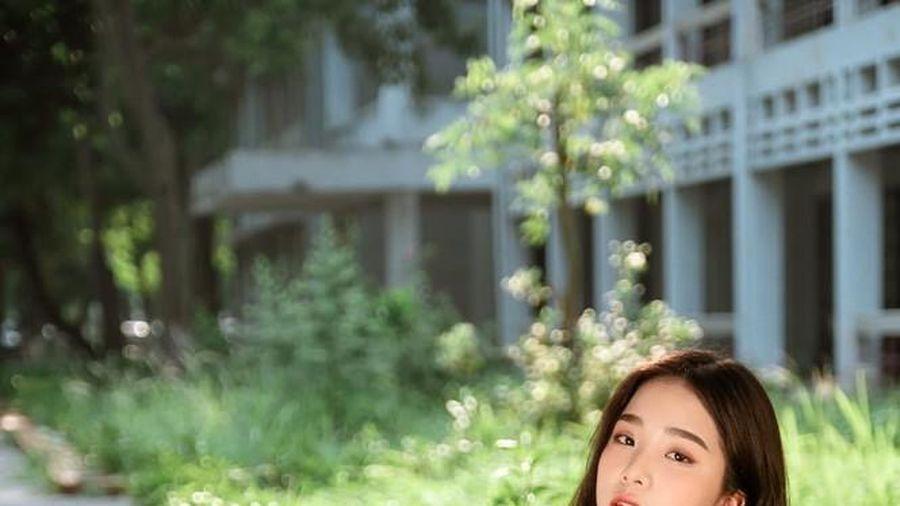 Nữ sinh 17 tuổi đam mê nghệ thuật, 'đốn tim' dân mạng với nét đẹp dịu ngọt