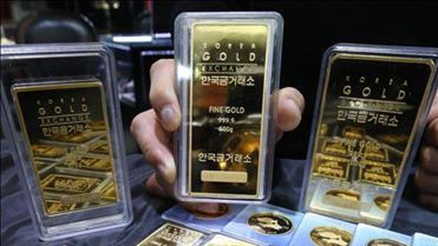Giá vàng thế giới đảo chiều đi lên trong phiên giao dịch ngày 12/8
