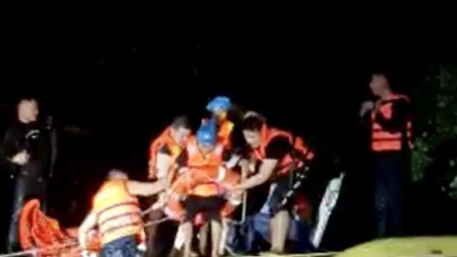 Bộ Công an gửi thư khen Công an Quảng Bình vì mưu trí cứu người dân trong mưa lũ