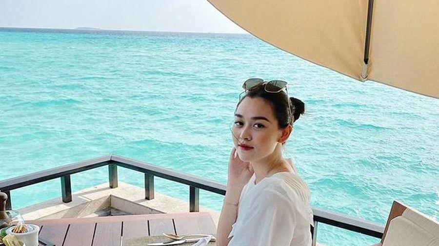 Á hậu Tường San thông báo kết hôn ở tuổi 20