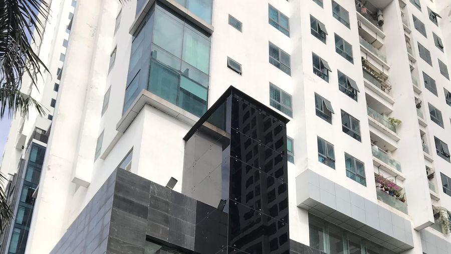 Vụ người đàn ông rơi từ tầng 2 thang máy chung cư xuống đất: Cư dân vẫn chưa hết bàng hoàng